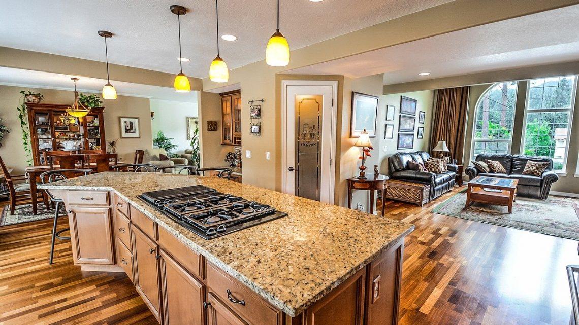 Praktisk og hyggelig belysning i køkkenet